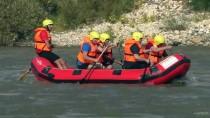 Elazığ'ın Tarihi Palu İlçesinde Rafting Heyecanı