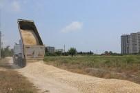 BÜYÜKŞEHİR YASASI - Erdemli Belediyesi Yol Çalışmalarını Çeşmeli'de Sürdürdü