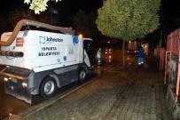 GÜLDEREN - Isparta Belediyesi'nden Yol Ve Kaldırım Yıkama Çalışması
