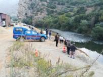 ÖZEL TİM - Kayıktan Düşen Çocuk Asi Nehri'nde Aranıyor