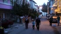 YARDIM TALEBİ - Okula Gitmek İstemeyen Minik Efe'yi Polis İkna Etti