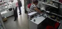 SURİYE - Müşteri Kılığında Girdiği Dükkandan Cep Telefonunu Böyle Çaldı