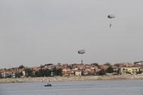 UÇUŞ GÖSTERİSİ - Beyşehir Gölü'nde Paraşütle Nefes Kesen Eğitim Tatbikatı