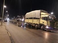 YAKIT DEPOSU - Otomobilin Çarptığı Kamyonun Yakıt Deposu Patladı