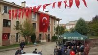 BABA OCAĞI - Düzceli Şehidin Evi Bayraklarla Donatıldı