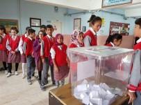 Öğrenciler Okul Başkanlığı İçin Oy Kullandı