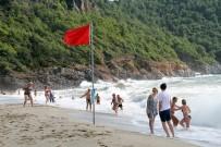 KLEOPATRA - Alanya'da Kırmızı Bayraklar Bile Turistleri Durduramadı