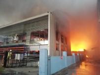MIMARSINAN - Esenyurt'ta Fabrikalar Alev Alev Yanıyor