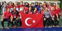 GÜREŞ TAKIMI - Kadın güreşçilerin büyük başarısı