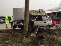 KıRıM - Otomobil Direğe Çarptı, Sürücü Araçta Sıkıştı