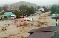 TREN SEFERLERİ - Rusya'da Sel Felaketi Açıklaması 1 Ölü