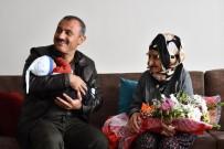 TUNCELİ VALİSİ - Vali Sonel'den Cumhuriyetle Yaşıt Nine Ve Dedelere Anlamlı Ziyaret