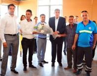 AYHAN DOĞAN - Balçovalı İşçilere Bayram İkramiyesi