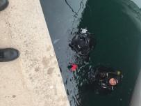 DENİZ POLİSİ - Bunalıma Giren Gümrük Memuru Köprüden Atladı