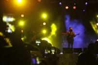 ROCK - Emre Aydın'dan 3 Derecede Montlu Konser