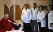 ÇALIŞAN KADIN - Evden Çıkamayan 172 Kiloluk Kadına 10 Doktordan Yardım Eli