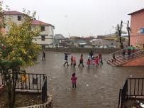 Karlıova'da Kısa Süreli Kar Yağdı, Kaza Meydana Geldi