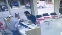 SADAKA - Müşteri Gibi Geldi, Sadaka Kutusunu Çalıp Gitti