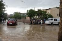 Siirt'te Sağanak Nedeniyle Ev Ve İş Yerlerine Su Bastı