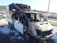 YANGIN TÜPÜ - Alev Topuna Dönen Aracı İçin Çırpındı, Hiç Bir Sürücü Yardım Etmedi