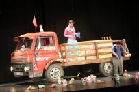 GENEL SANAT YÖNETMENİ - 'Kamyon' Manisalı Tiyatroseverleri Güldürdü