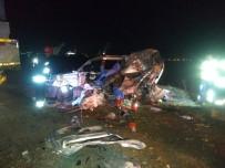 KıRıM - Otomobil Tıra Çarptı Açıklaması Aynı Aileden 3 Ölü