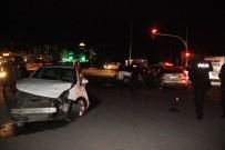 AHMET YESEVI - Şanlıurfa'da Zincirleme Trafik Kazası Açıklaması 3 Yaralı