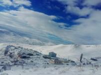 Tuzluca'da Yüksek Kesimlere Mevsimin İlk Karı Yağdı