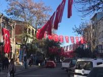 Belediye Caddeleri Bayrakla Donattı
