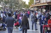 SAĞANAK YAĞIŞ - Diyarbakır'da Güneşi Gören Parka Koştu