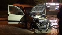 AHMET YıLMAZ - Park Halindeyken Alevlerin Sardığı Hafif Ticari Araç Kullanılamaz Hale Geldi