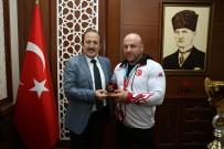 BİLEK GÜREŞİ - Bilek Güreşi Dünya Şampiyonu Başaran, Vali Pehlivan'ı Ziyaret Etti