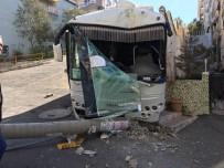 MEHMET ÇELIK - İzmir'de Korku Dolu Anlar Açıklaması Freni Boşalan Midibüs Dehşet Saçtı