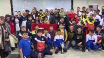 GÜREŞ MİLLİ TAKIMI - Milli Güreşçiler Yurda Döndü
