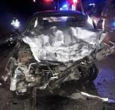 Otomobiller Kafa Kafaya Çarpıştı Açıklaması 3 Ölü, 3 Yaralı