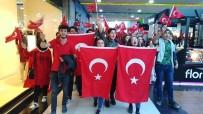 SÜLEYMAN DEMIREL ÜNIVERSITESI - SDÜ Öğrencilerinden AVM'deki Vatandaşlara 29 Ekim Sürprizi