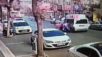 MEHMET YıLDıRıM - Adıyaman'da Minibüs İle Motosiklet Çarpıştı Açıklaması 3 Yaralı