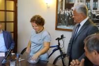 ÇEKİLİŞ - Belediye Meclisinde Bisiklet Çekilişi Yapıldı