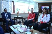 GENÇ KIZLAR - Dünya Şampiyonundan Başkan Ak'a Ziyaret
