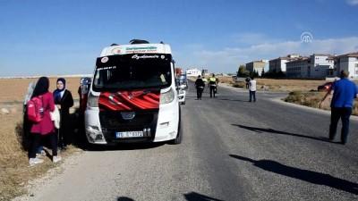 Karaman'da Okul Servisi İle Otomobil Çarpıştı Açıklaması 3 Yaralı