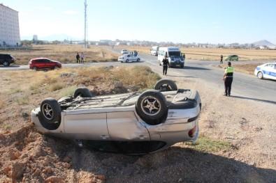 Öğrenci Servisiyle Çarpışan Otomobil Takla Attı Açıklaması 3 Yaralı