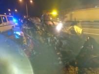 MEHMET CAN - Otomobil Park Halindeki Tıra Çarptı Açıklaması 2 Ölü