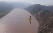 İP CAMBAZI - Sarı Nehir Üzerinde Nefes Kesen Yürüyüş