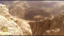 FATİH ŞAHİN - Van'da Teröristin Gösterdiği Mağarada Silah Ve Mühimmat Bulundu