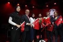 MÜNIR KARALOĞLU - Antalyalılar Cumhuriyet Bayramı'nı Yalın'la Kutladı