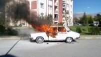 Erzincan'da Park Halindeki Otomobil Yandı