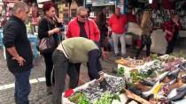 Turistlerin Balık Pazarı İlgisi