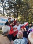 ÜLKÜ OCAKLARı - Ülkü Ocakları, Vatandaşlara Türk Bayrağı Hediye Etti