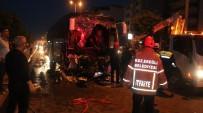 ORHAN YıLMAZ - Yolcu Otobüsü Tıra Çarptı Açıklaması 1 Ölü, 17 Yaralı