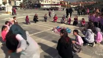 Çocuklar Unutulan Sokak Oyunlarını Oynadı